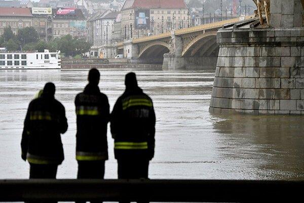 Macaristan'da yolcu gemisi battı: 27kişi hayatını kaybetti