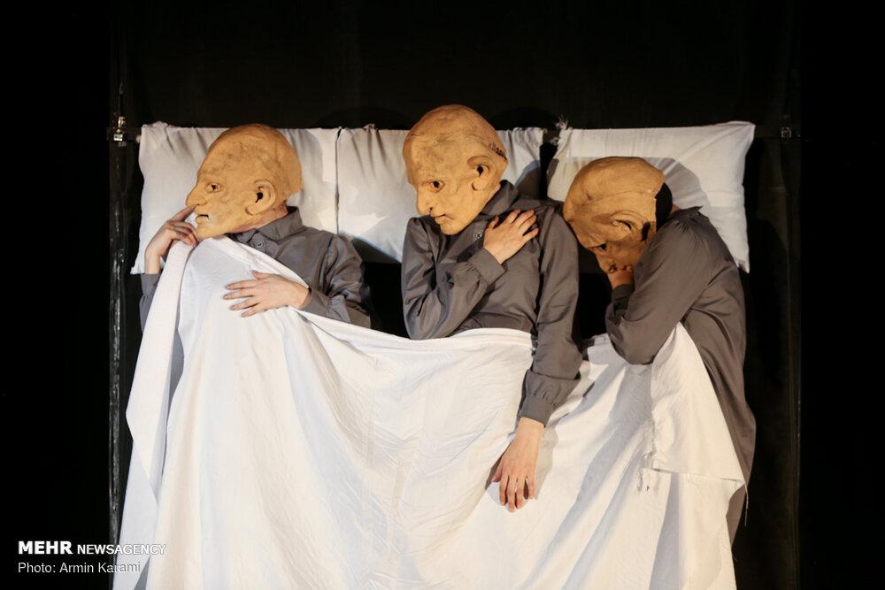 """عرض مسرحية """"الخبز""""في طهران"""