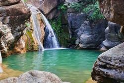 خنکای آبشار «کبوتر لانه» گرمای تابستان را دلپذیر میکند