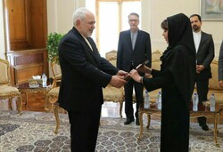 New Bolivian envoy submits credentials to Zarif