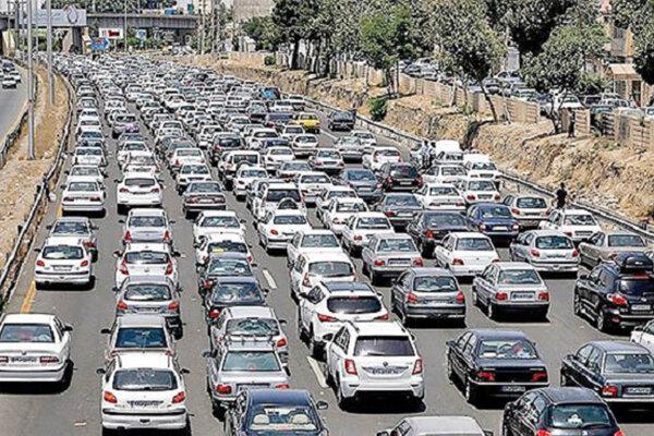 ترافیک سنگین در آزادراه تهران_کرج/ محورهای گیلان بارانی است