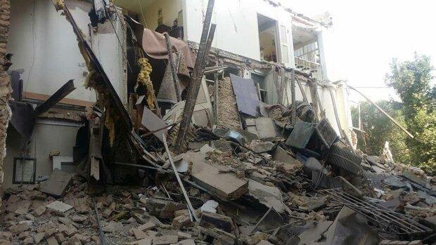 تہران میں نصرت روڈ پر واقع ایک تین منزلہ عمارت تباہ