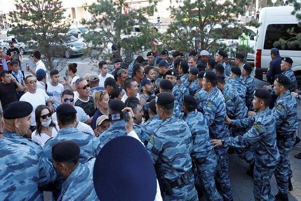 Kazakistan'da devlet başkanı Nazarbayev protestosu