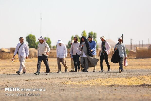 حرکت زائران پیاده امام رضا (ع) از قم به سوی مشهد