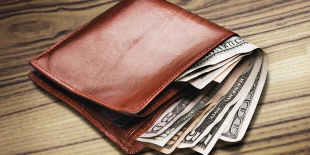 رساندن کیف پول ۴ هزار دلاری به صاحبش از سوی ماموران پلیس پایتخت