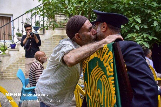 بوسه های عشق؛ روایتی از سفر خدام حرم رضوی