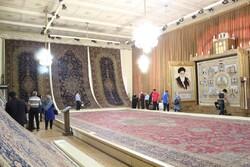 تار فرهنگ بر پود فرش/ فرشی برای عبور هنرمندانه از تحریمها
