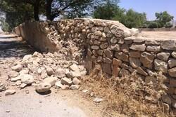 ۱۰۰۰ واحد مسکونی در زلزله آسیب دید/ مردم در مناطق رو باز مستقر شوند