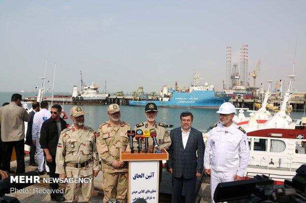"""انضمام عوامات فئة """"حيدر"""" الى أسطول حفر السواحل الايراني"""