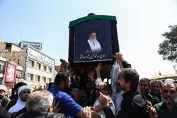 قم میں مرحوم ایت اللہ حسینی شاہرودی کی تشییع جنازہ میں ہزاروں افراد کی شرکت