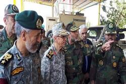رئیس ستاد کل نیروهای مسلح از تیپ ۳۸ زرهی تربتجام بازدید کرد