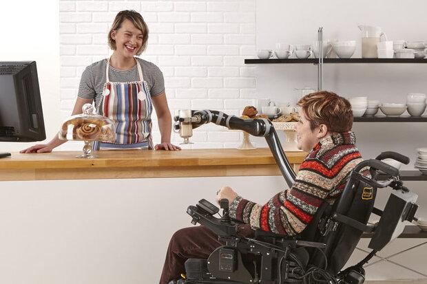 بازوی رباتیکی که به معلولان کمک می کند