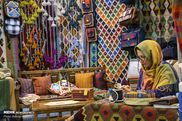 National exhibit of handicrafts opens in Arak