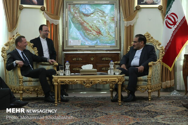 Shamkhani's meeting with Macron's adviser