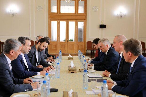 عراقجي يصف محادثاته مع مستشار الرئيس الفرنسي بالجيدة