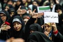 صدای دخترانی که در گوش شهر پیچید/ حمایت مانتوییها از حجاب کامل