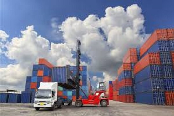 Iran's import of products shrinks in Q1