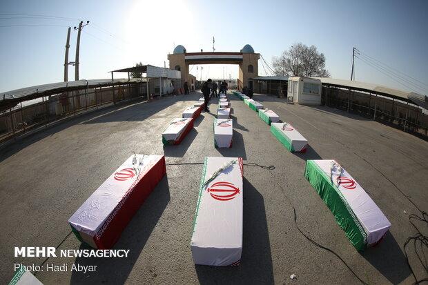 ورود پیکر مطهر ۴۴ شهید دفاع مقدس از مرز شلمچه