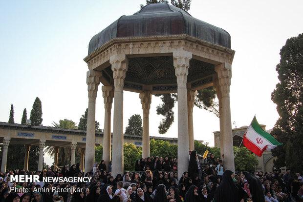 İranlı kadınlardan hicaba destek gösterisi