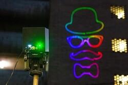 تولید اولین پروژکتور لیزری دنیا که با باتری کار میکند