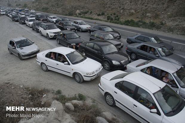 ترافیک سنگین درمحور چالوس/ ترافیک نیمه سنگین در آزادراه تهران_کرج