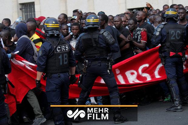 VIDEO: 'Black vest' protesters storm Pantheon in Paris