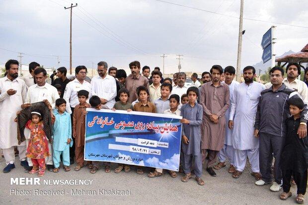 پیاده روی خانوادگی به مناسبت دهه کرامت در شهرستان مهرستان