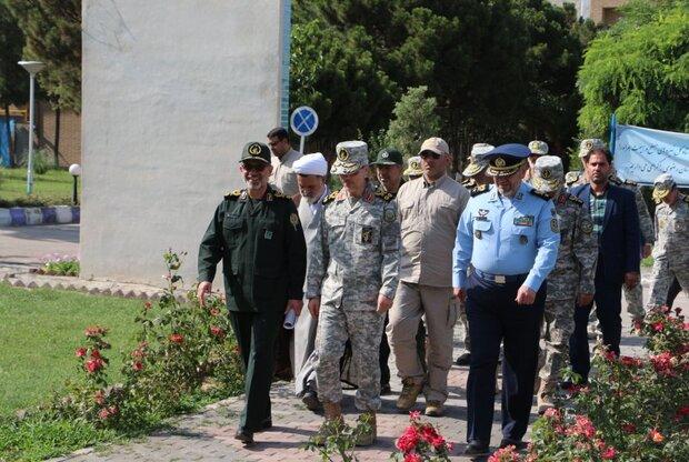 اللواء باقري يتفقد معرضا للمنجزات الدفاعية