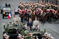 «ماکرون» را در جشن روز ملی فرانسه هو کردند/ شعار «ماکرون، استعفا بده» و «ماکرون، گمشو»