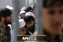 انتقال بیش از ۱۳۰۰ زندانی افغان از ایران به افغانستان