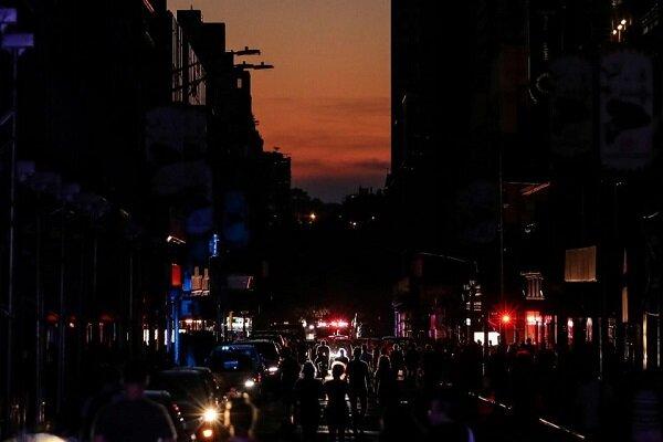 نیویارک بجلی بند ہونے سے تاریکی میں ڈوب گیا