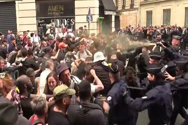 VIDEO: French Pres. Emmanuel Macron gets booed by protesters