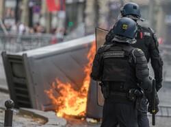 فرانس کے قومی دن کے موقع پر حکومت کے خلاف مظاہرے