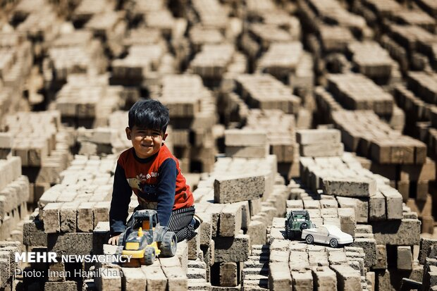 Seasonal workers at brick factories in Hamedan