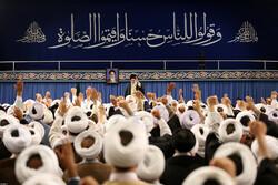 استقبال قائد الثورة الاسلامية لحشد من أئمة الجمعة / صور