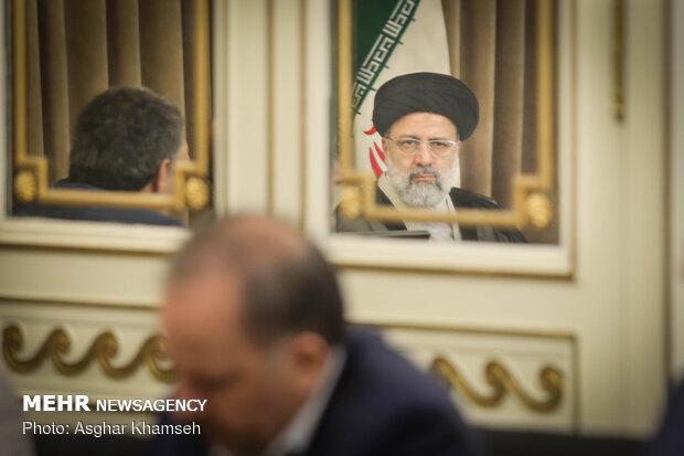 دیدار وزیر اقتصاد با حجت الاسلام رئیسی