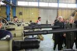 وزير الدفاع يتفقد انتاج مدافع هاون 'ميثاق' و'هويتزر'
