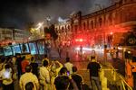 Tahran'daki tarihi bir binada yangın çıktı