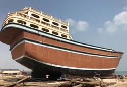 بزرگترین لنج فایبرگلاس صادراتی در قشم به آب اندازی شد/۵ شناور دیگر در حال ساخت