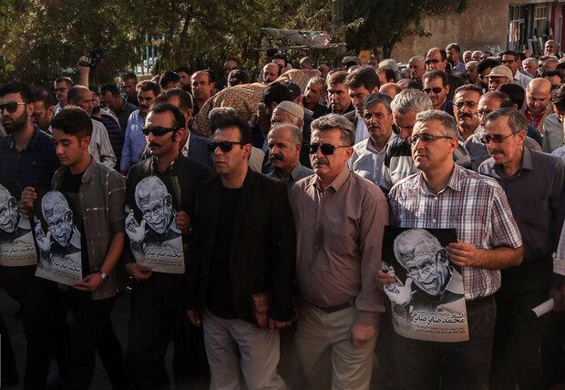 آخرین وداع با معلم صابر/هنرمند خوشنویس در دامان خاک آرام گرفت