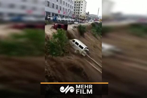 خسارت بارش شدید باران و سیل به خودروها در چین