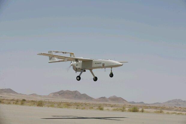 """انضمام طائرة """"مهاجر 6"""" المسيرة  للقوة البرية للجيش الايراني"""