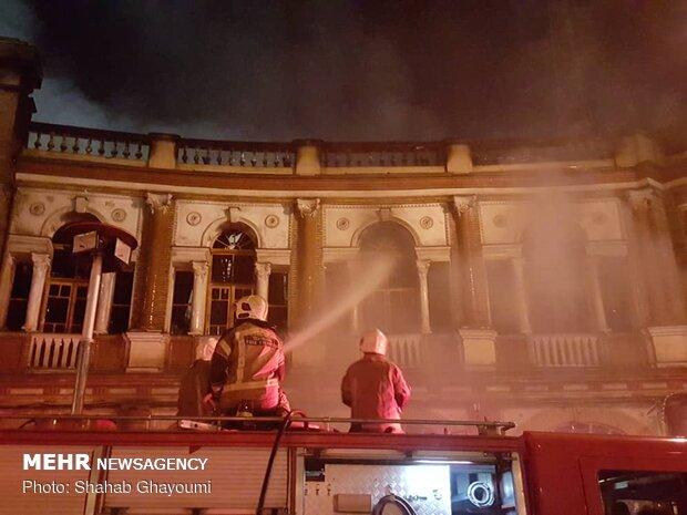 """حريق مستودع للبضائع في ساحة """"حسن آباد"""""""