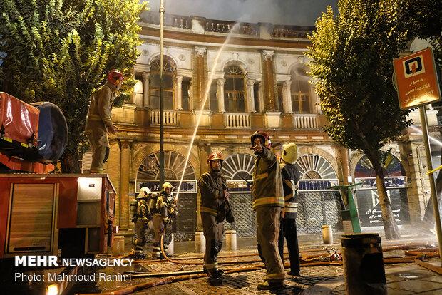 آتشسوزی انبار کالا در میدان حسنآباد