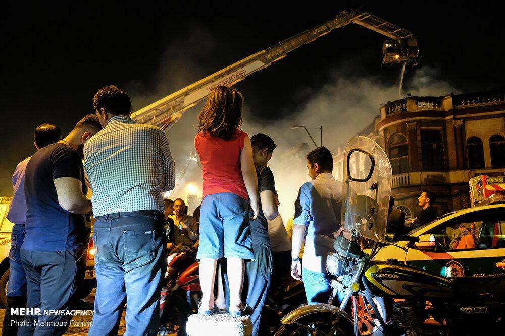 آتشسوزی انبار کالا در میدان حسنآباد(۲)