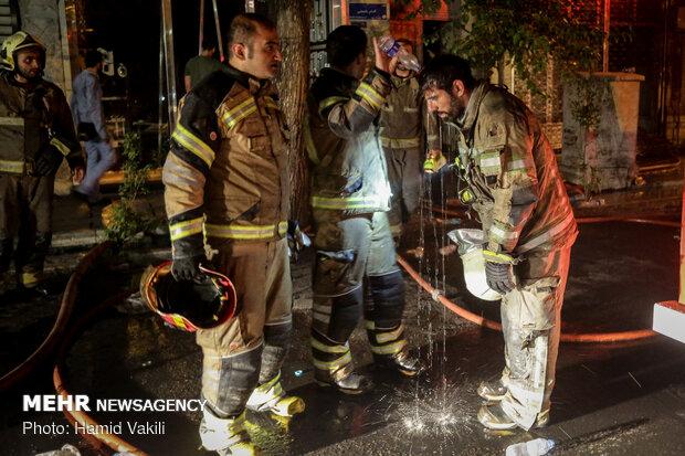 آتشسوزي انبار کالا در ميدان حسنآباد