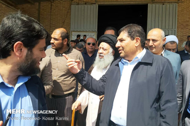 Visiting quake-hit Masjed Soleyman by a group of government officials