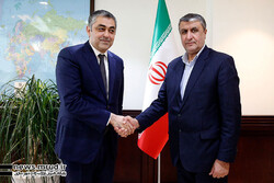 Iran's Roads and Urban Development Minister Mohammad Eslami (R) and Azerbaijan's Minister of Transport, Communications and High Technologies Ramin Guluzade met in Tehran on Wednesday