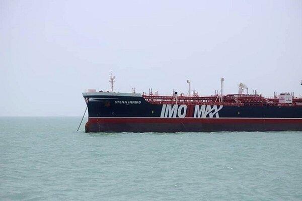 """الصور الأولية لناقلة النفط """"الإنجليزية"""" في ميناء """"عباس"""""""