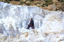 صوبہ چہار محال بختیاری میں راستوں سے برف ہٹانے کی کوششیں جاری